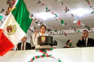 La presidenta municipal da un emotivo Grito de Independencia