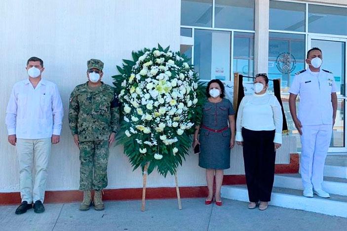 La alcaldesa asiste en Topolobampo al acto cívico por el Día de la Armada de México