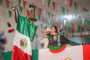 Alcaldesa da el Grito de Independencia, en emotivo acto cívico desde el Palacio Municipal